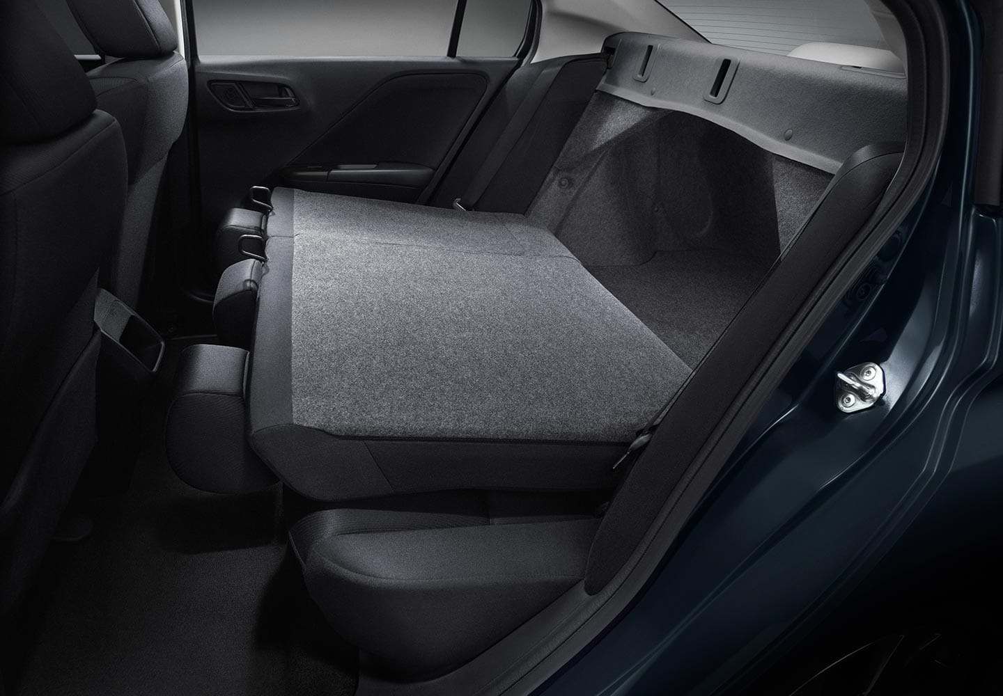 SPLIT-FOLD REAR SEATS
